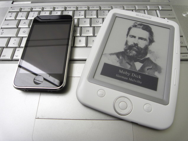 Apple iPhone vs Cybok Opus