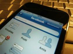 Facebook vise les 100 millions de mobinautes