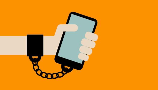 Dépendance numérique : 1 Français sur 5 est complètement accro à son smartphone