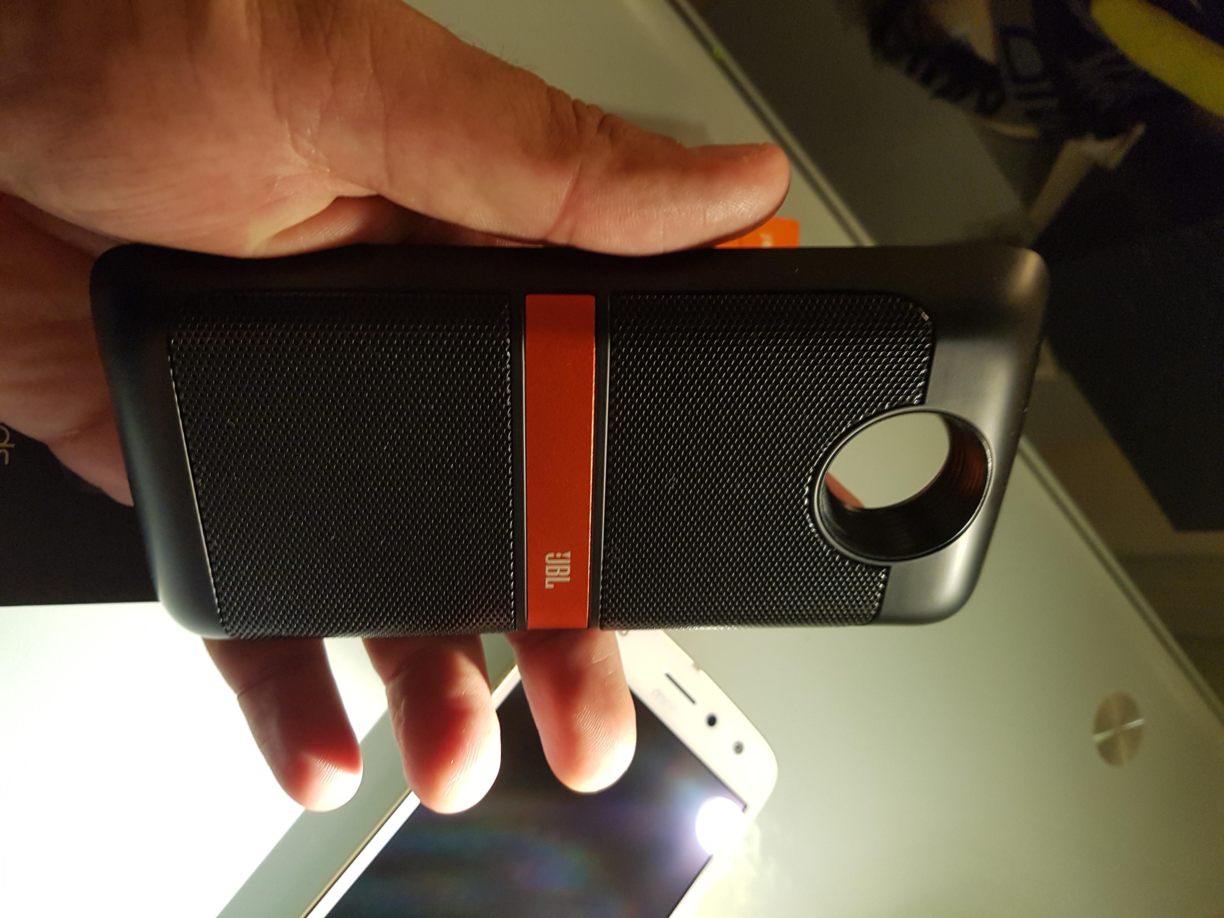 Le mod JBL est le seul haut-parleur valable pour ce téléphone