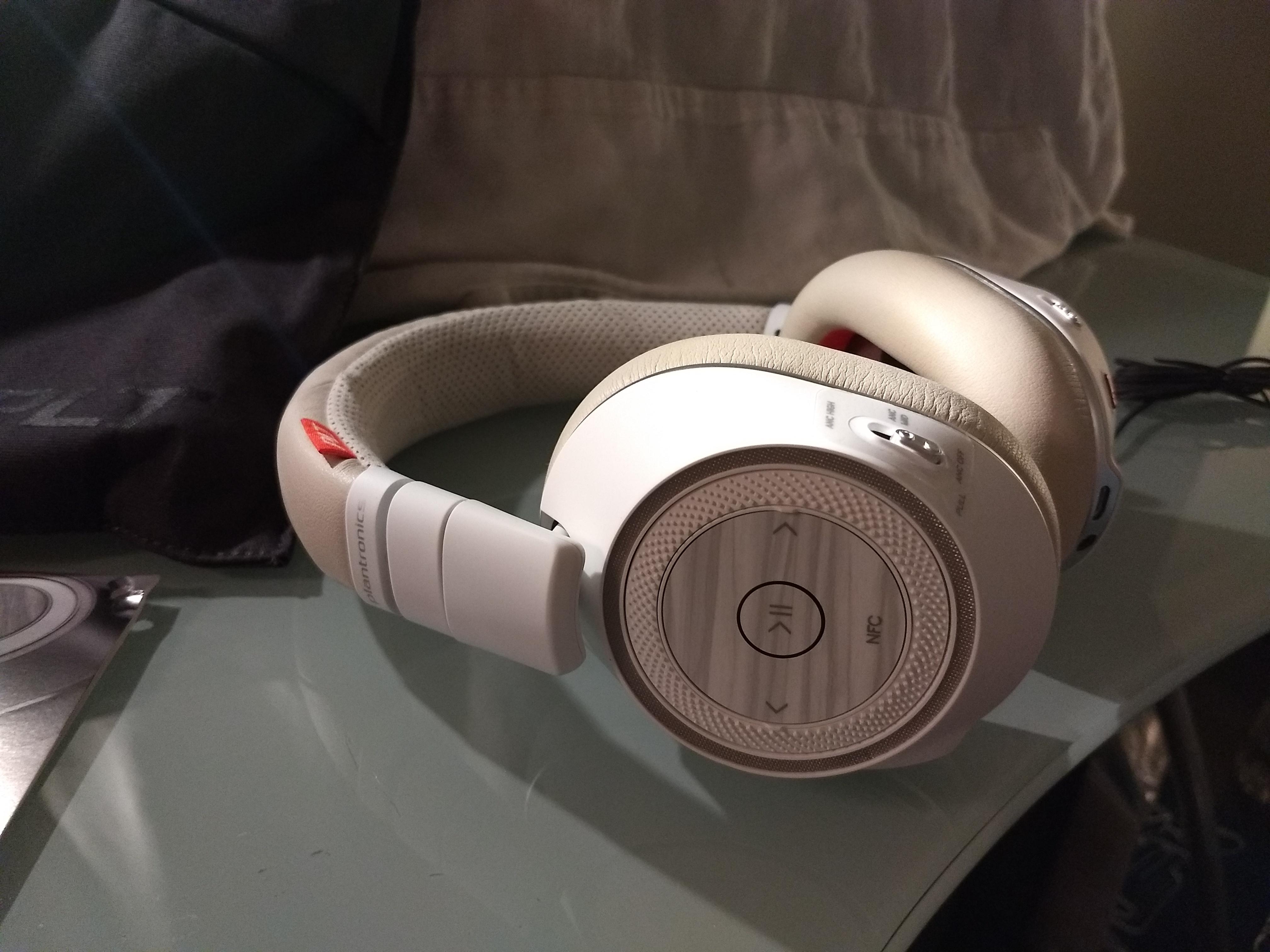 2 mois avec : le casque Plantronics Voyager UC 8200